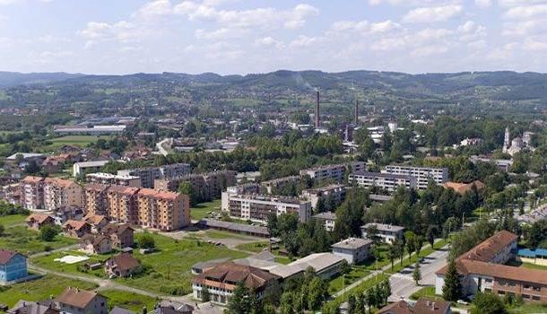 Kuzmanović i ostali: Sablja pod vratom