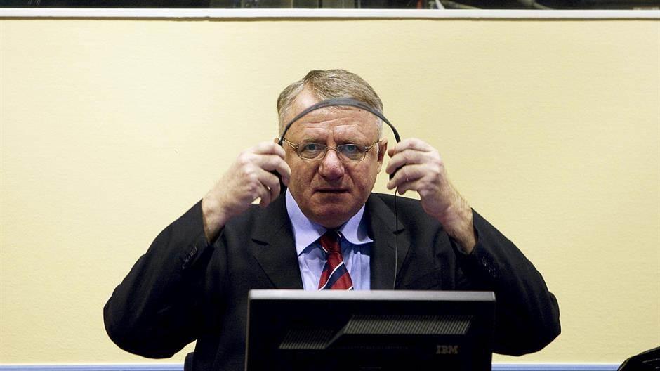 """Šešelj: Osuđen na skoro pet godina za """"rušenje Haškog tribunala"""""""