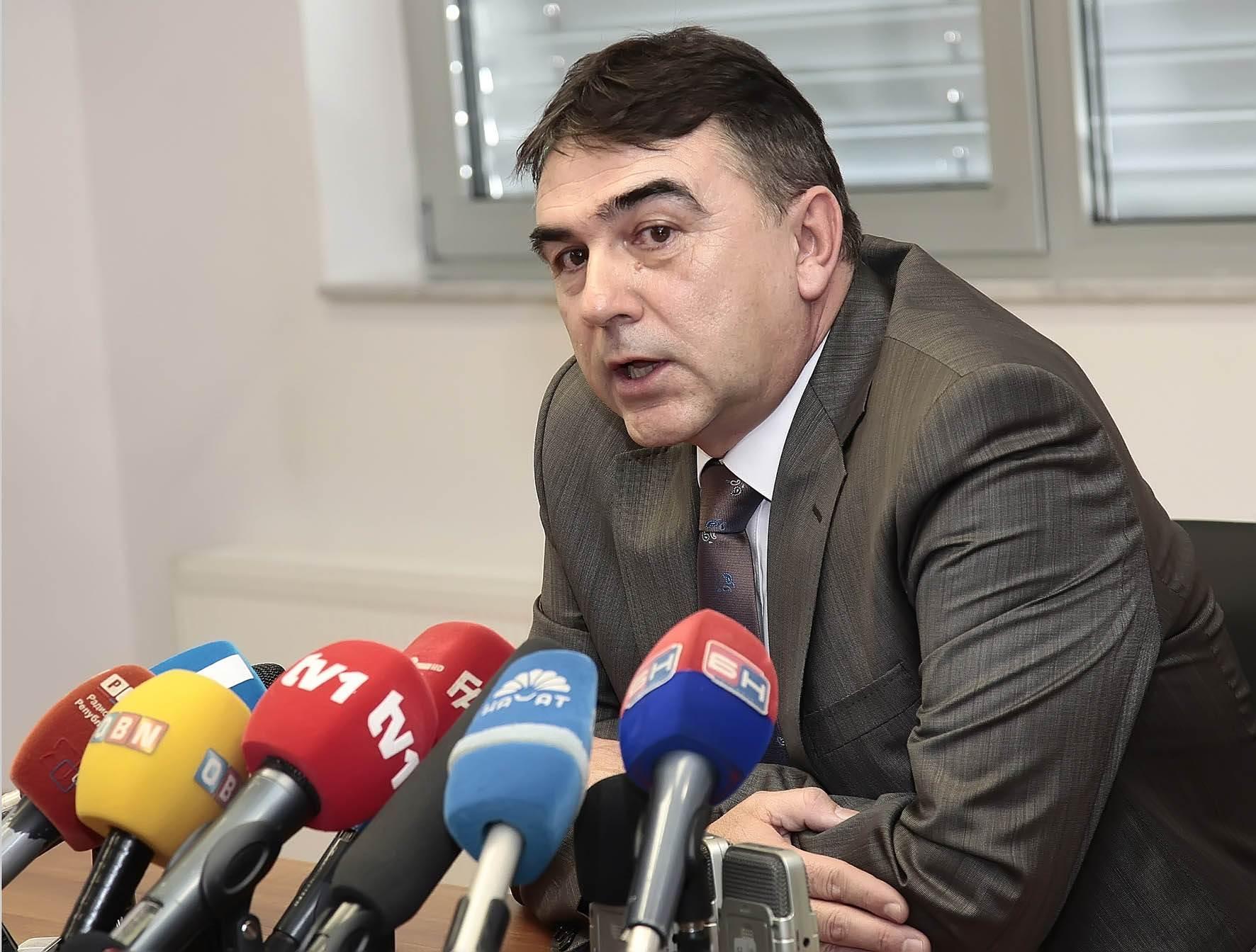 Salihović: Zašto da poštujem odluke komisije koja ne poštuje Ustav?