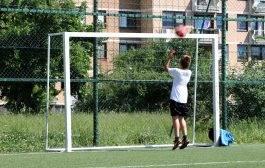 Djeca čekaju na sigurne golove zbog greške u slovima (VIDEO)