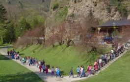 Bosnia's Segregated Schooling Entrenches Wartime Divisions
