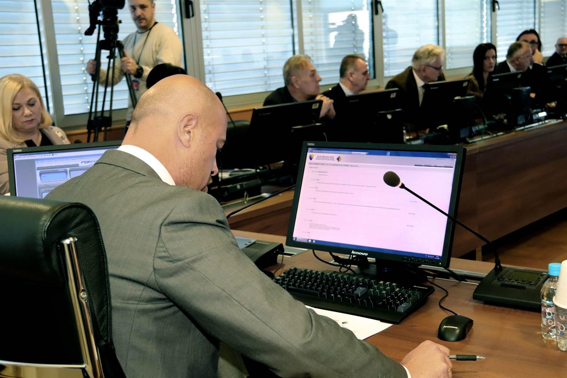 VSTV: Istražna komisija Parlamenta predstavlja pritisak