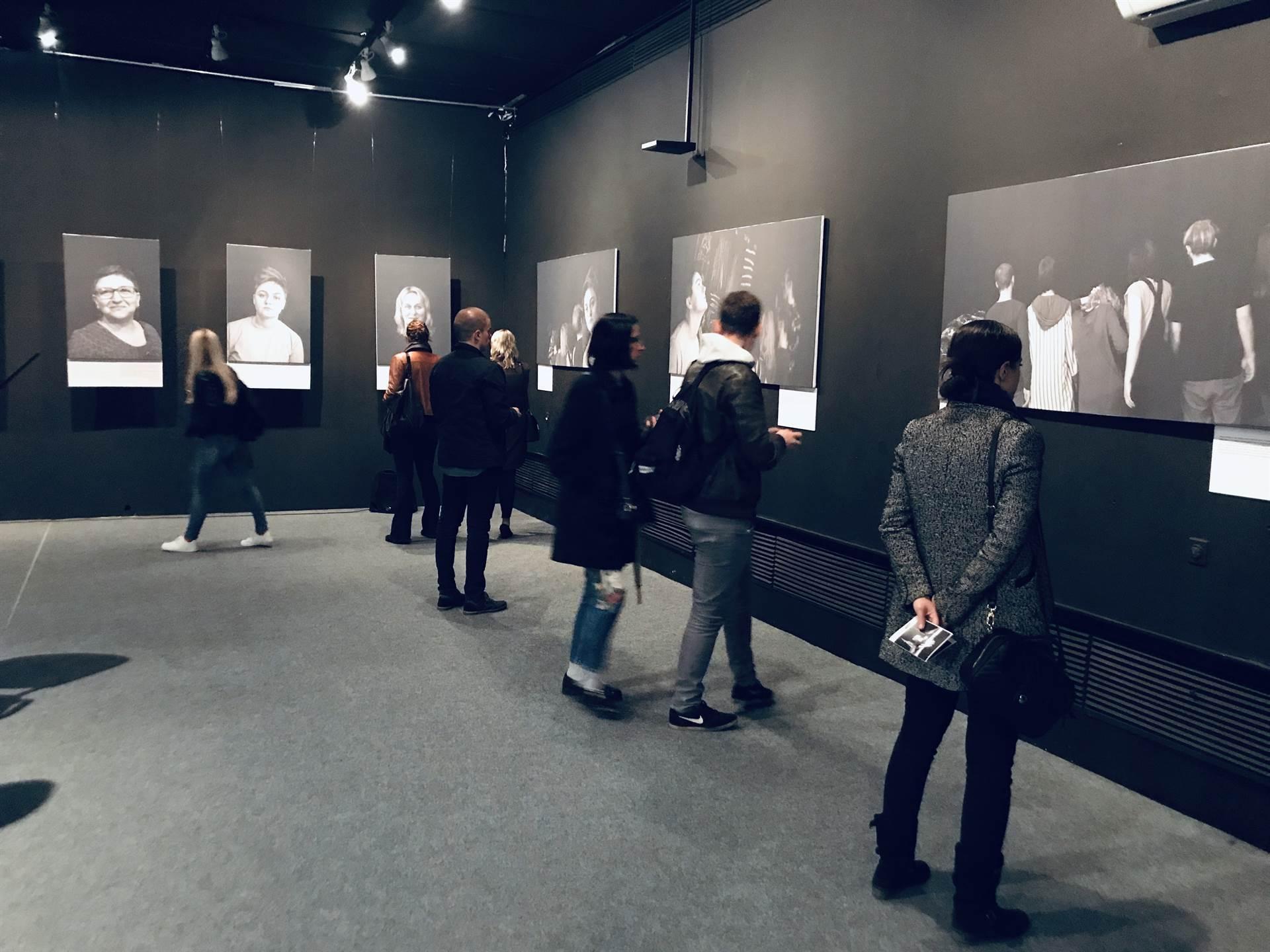 U subotu otvaranje izložbe o zaboravljenoj djeci rata u Srebrenici