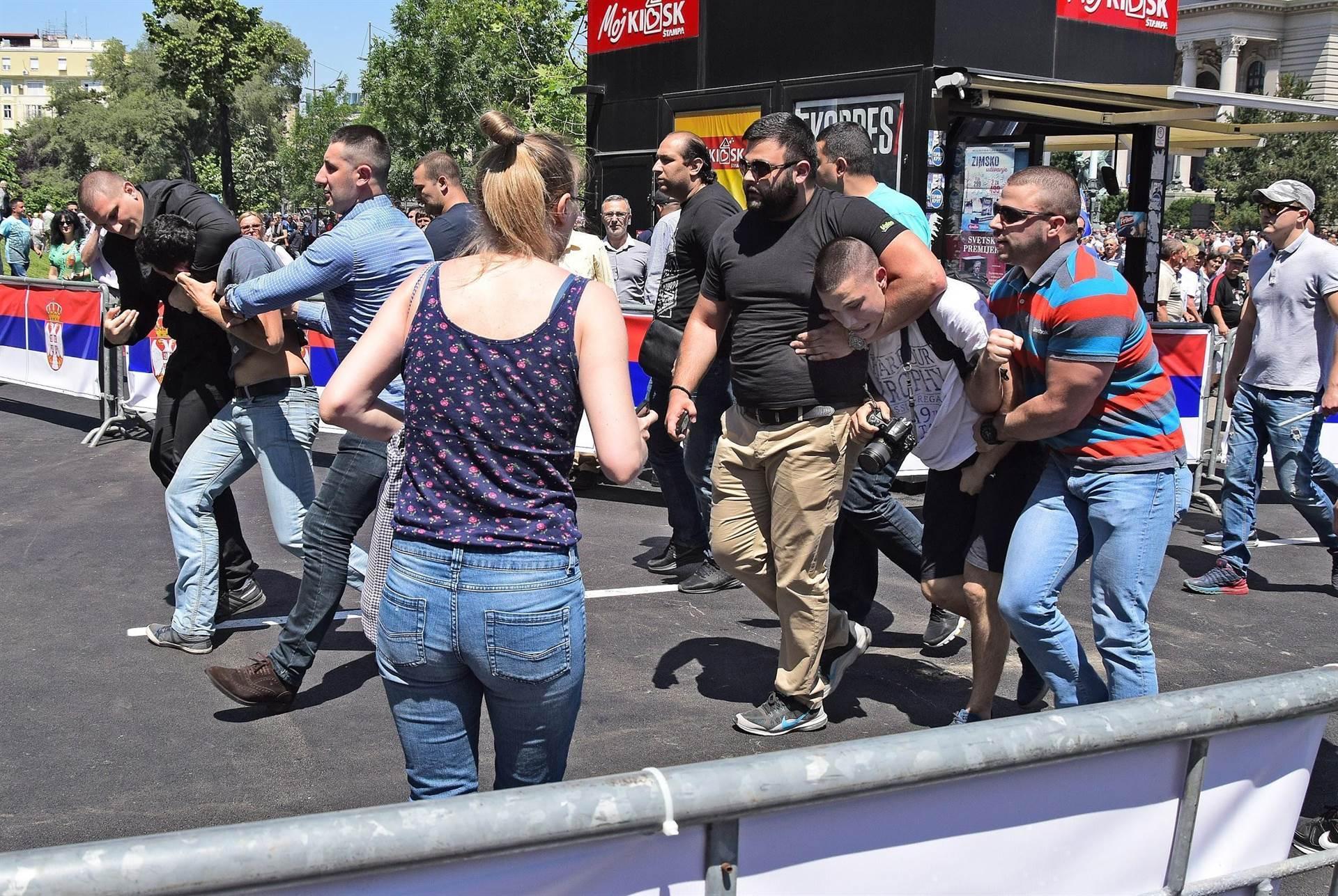 Igra protiv pravila: poslovi fudbalskih huligana u Srbiji