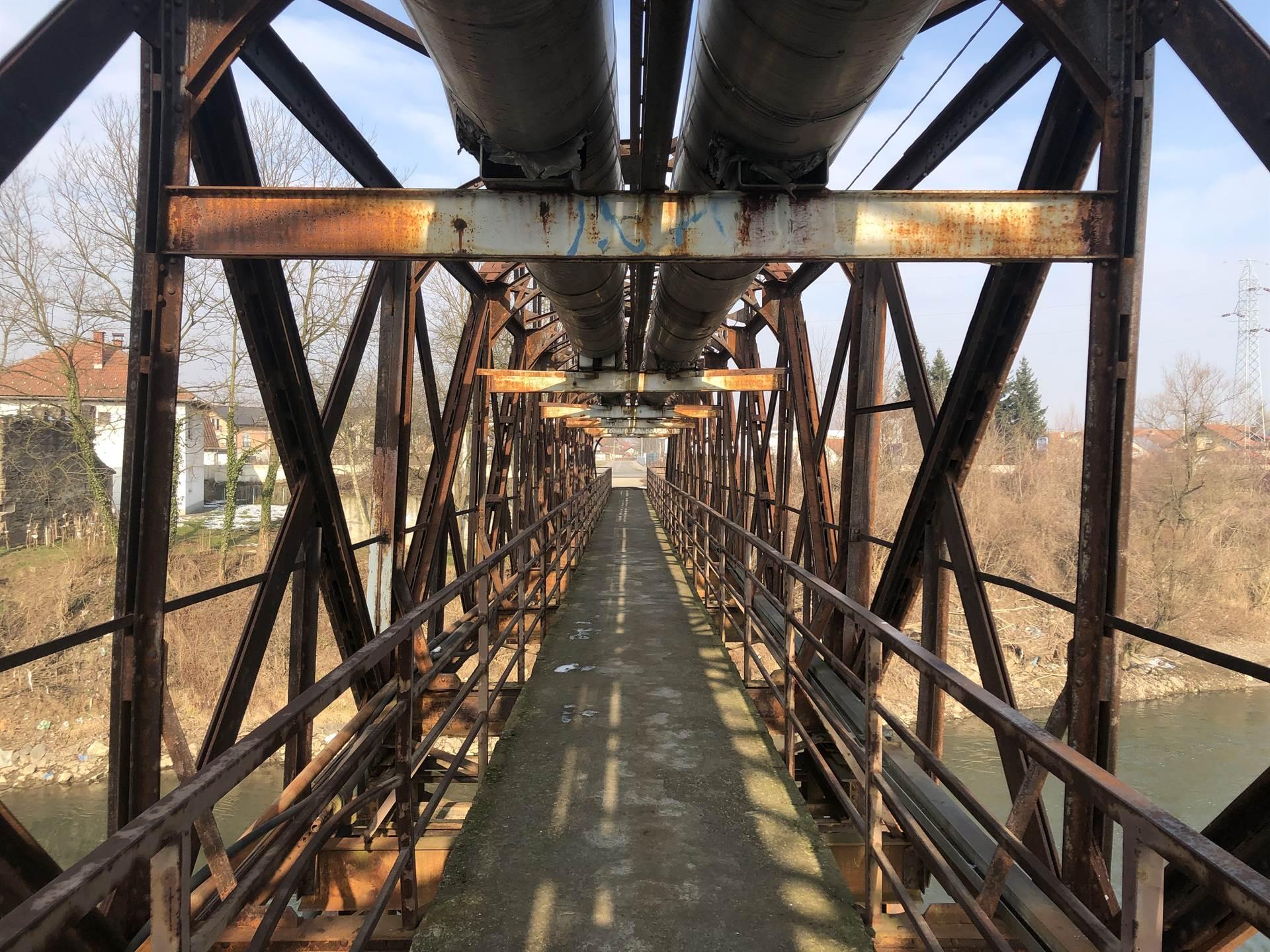 Zaboravljene žrtve: Rijetki su preživjeli strijeljanje na Željeznom mostu kod Doboja
