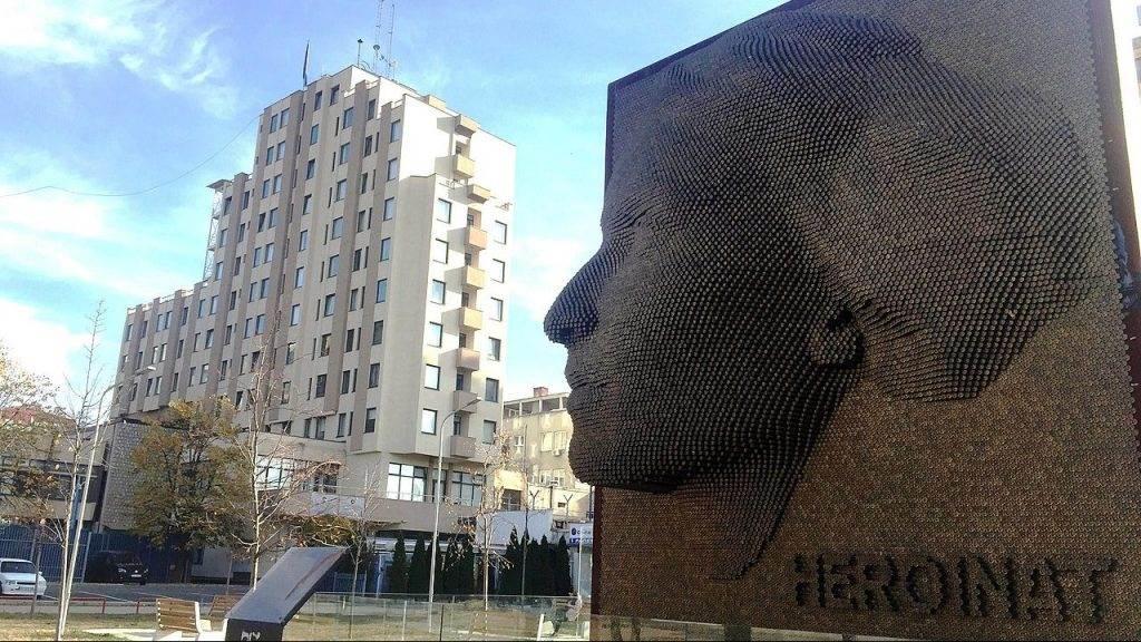 1280px-Monumenti_Heroinat_Prishtine_2-e1584104045900-1024x576.jpg