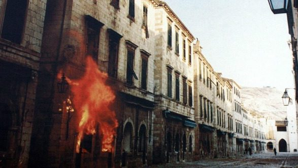 scenes-from-the-besieged-croatian-coastal-town-of-dubrovnik-in-1991-660-photo-wikimedia-commons-bracodbk-e1589556169846.jpg